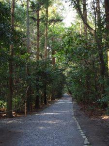 北御門参道の御厩付近から大津神社へと続く脇参道(外宮)