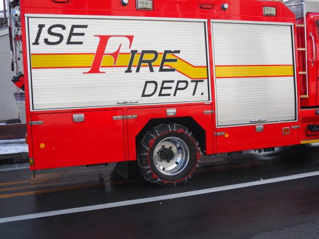 消防車(雪の名残を求めて)