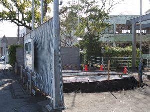 参道入口のどんど火準備、船江上社(伊勢市船江)
