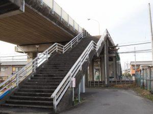 近鉄名古屋線に架かる跨線橋(塩浜駅の南側)