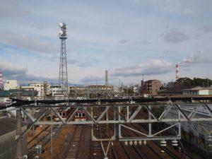 跨線橋から望む近鉄塩浜駅方向
