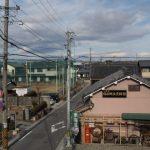 国道1号の歩道橋から望む東海道日永郷土資料館