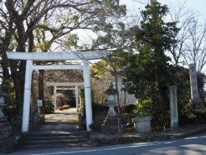 官舎神社の参道入口(伊勢市小俣町本町)