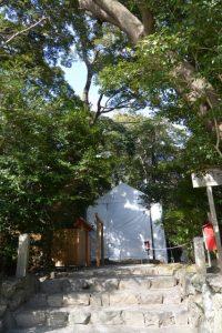 簀屋根が掛けられた河原淵神社(豊受大神宮 摂社)