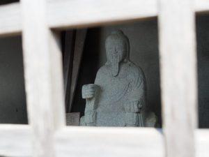 行者堂の役行者像(玉城町岩出)