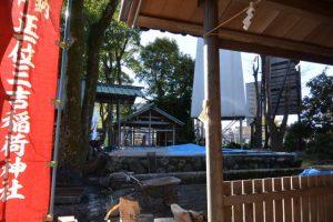 三吉稲荷神社から望む世木神社の基壇(伊勢市吹上)