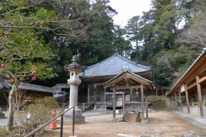大師堂と手水鉢、丹生山神宮寺(多気郡多気町丹生)