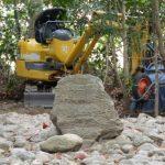 小型重機が置かれていた河原神社(豊受大神宮 摂社)