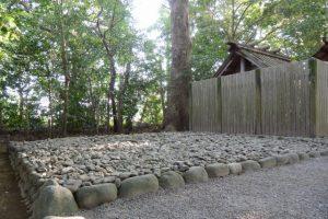 古殿地の中心に置かれていた石が消えた河原神社(豊受大神宮 摂社)