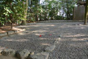 山と盛られた砂利が均されていた河原神社(豊受大神宮 摂社)