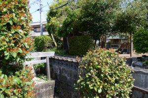 掛橋公民館にまつられる社日神と雷電神社(伊勢市小俣町本町)