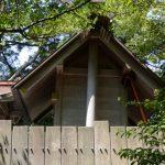 本殿を支える支柱、栄野神社(伊勢市二見町江)