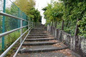 伊勢市浦口と二俣の境界にある階段