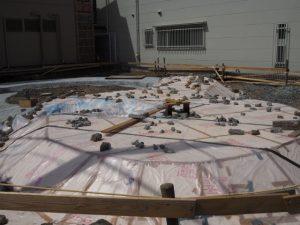 基礎は独特な形状、新築建て替え工事中のゲストハウス風見荘(伊勢市吹上)