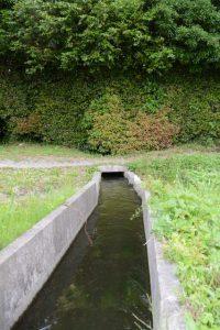 福井水路(神服織機殿神社)へ流れ込む水路