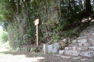 建て替えられた定の立札、津布良神社(皇大神宮 末社)