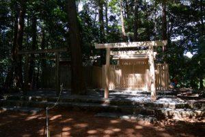現在の殿舎と新しい殿舎、津布良神社(皇大神宮 末社)