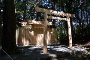 簀屋根が取り外され姿を現した新しい殿舎、津布良神社(皇大神宮 末社)