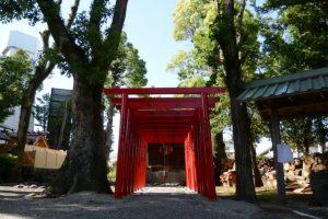 鳥居が建てられていた三吉稲荷神社、世木神社(伊勢市吹上)