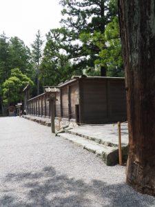閉ざされていた御正宮の板垣東側の臨時出口(外宮)