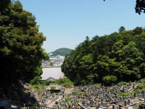 常安寺の背面にある墓地からの眺望(鳥羽市)
