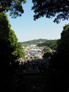 西念寺の背面にある墓地からの眺望(鳥羽市)