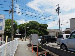 解体後に砕石が敷かれ整地されていた井阪長七商店の跡地(伊勢市河崎)