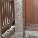 三吉稲荷神社に置かれた石柱の文字は「一本木鎮守」と読める?、世木神社(伊勢市吹上)