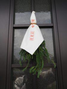 掛け替えられた御神杉(赤崎神社) 2018