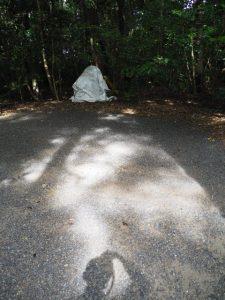 境内の片隅に見つけた小型重機、御塩殿神社(皇大神宮 所管社)