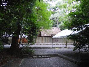 雨儀廊のテントが建てられた御塩殿神社(皇大神宮 所管社)
