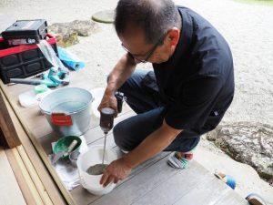左官職人 杉本幸樹さんによる「においとりだんご作り」(賓日館)