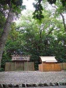 雨儀廊のテントが撤去された御塩殿神社(皇大神宮 所管社)