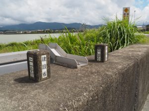 河川の距離標(伊勢市下野町)