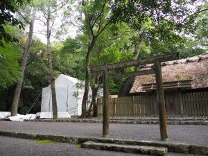 簀屋根が掛けられた御塩殿神社(皇大神宮 所管社)