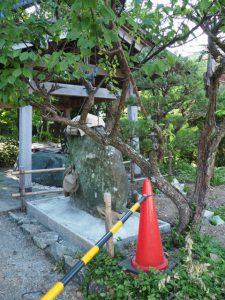 伊勢上座蛭子社の前にある手水舎付近、坂社(伊勢市八日市場町)