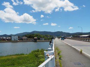 勢田川に架かる国道23号の勢田川橋