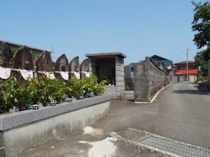 赤煉瓦から坂を上った先にある墓地(伊勢市中村町)