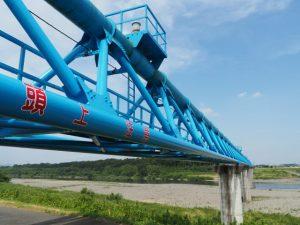 「頭上注意」の水管橋(宮川)