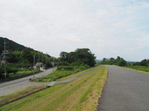 宮川右岸堤防道路から眺める県道22号