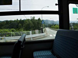 バスにて久具都比売橋(宮川)を通過