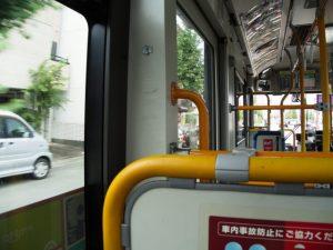 市内を走るバスにて