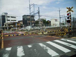 バスより眺めたJR参宮線 桜新道踏切