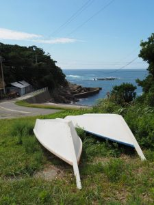 前浜付近に置かれている二船(鳥羽市国崎町)