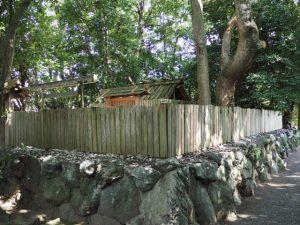 二重の御垣に囲われる御食神社(豊受大神宮 摂社)