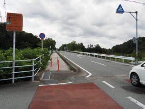 JR参宮線を越え光の街へと続く坂道(伊勢市二見溝口)