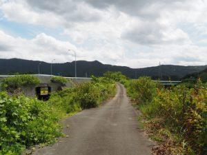 朝熊川右岸から離れ伊勢二見鳥羽ラインのトンネルへ