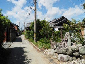 意非多神社付近の山神(松阪市西黒部町)