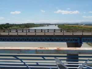 新松名瀬橋 側道橋から望む櫛田川の上流方向