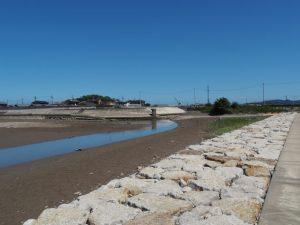 宮川の右岸から眺める大湊川との合流点